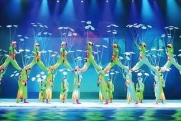 Εθνικό Θέατρο Ακροβατών της Κίνας στο Badminton