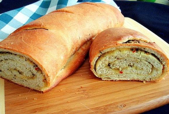 Ζυμωτό ψωμί φρατζόλα με τυρί και πιπεριά