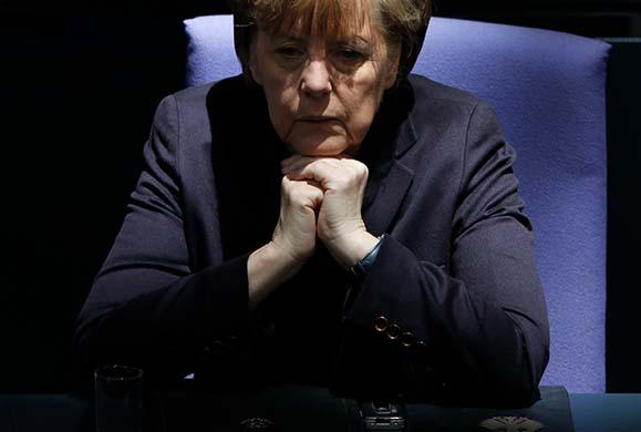 Μετά από επτά χρόνια φτωχοποίησης η Μέρκελ θυμήθηκε ότι οι Έλληνες «δεν είναι τεμπέληδες»