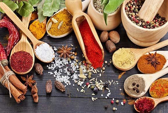 Μπαχαρικά και βότανα για βελτίωση της υγείας