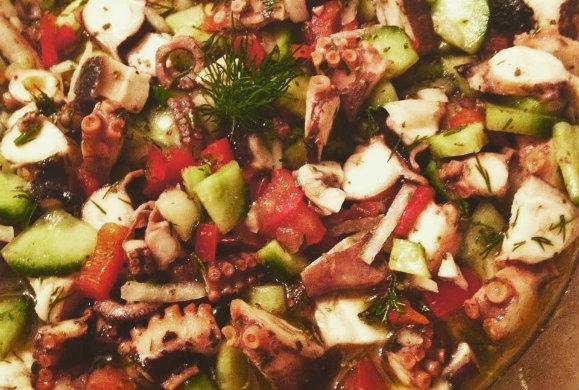 Σαλάτα:Μελιτζάνες και πιπεριές Φλωρίνης με χταπόδι βραστό, G.Lekkas