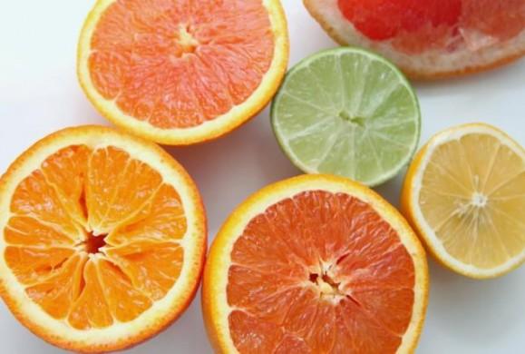 Δείτε τι να κάνετε με τις φλούδες του πορτοκαλιού και του λεμονιού