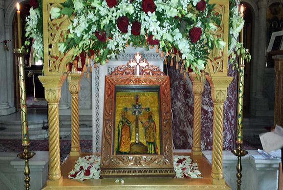 Το Τίμιο Ξύλο στον Ι. Ν. Αγίας Τριάδος Βύρωνος