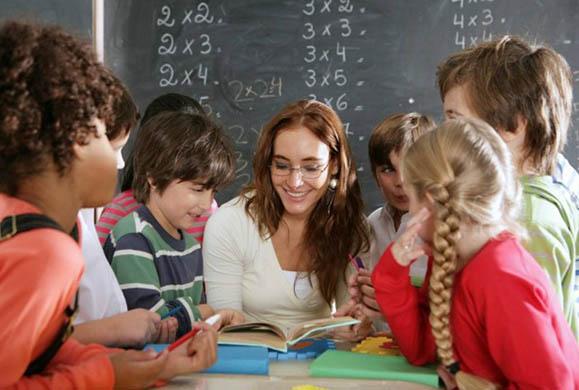 Οι σχολικές επιδόσεις και η συμπεριφορά των εκπαιδευτικών στους μαθητές