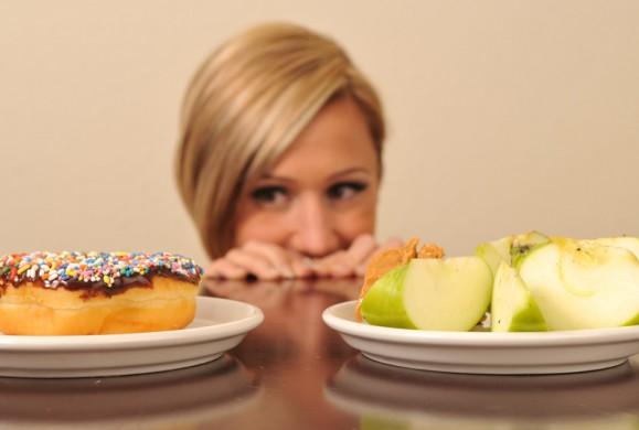 «Καμπανάκι» από τους γιατρούς για τις δίαιτες που «κατακλύζουν» το ίντερνετ – Επικίνδυνες για την υγεία