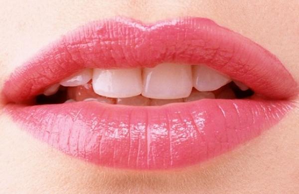 Τρία μυστικά για βελούδινα υγιή και πανέμορφα χείλη