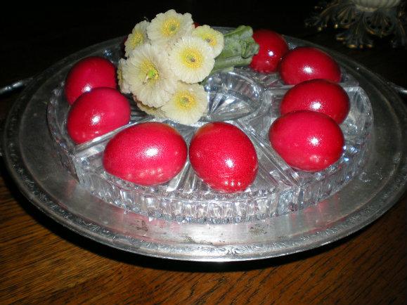 Γιατί βάφουμε κόκκινα αυγά το Πάσχα σύμφωνα με την Ορθόδοξη παραδόση;
