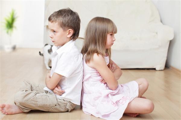 Πώς να ενισχύσετε το δέσιμο ανάμεσα στα αδέλφια