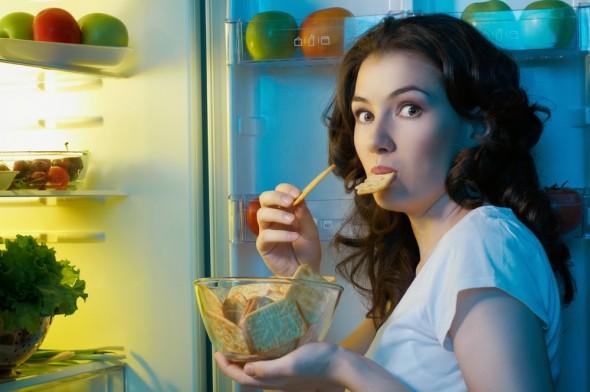 girl_fridge_night_snack