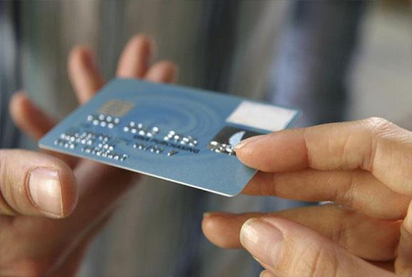 Υποχρεωτικό το Πλαστικό χρήμα για τις επιχειρήσεις