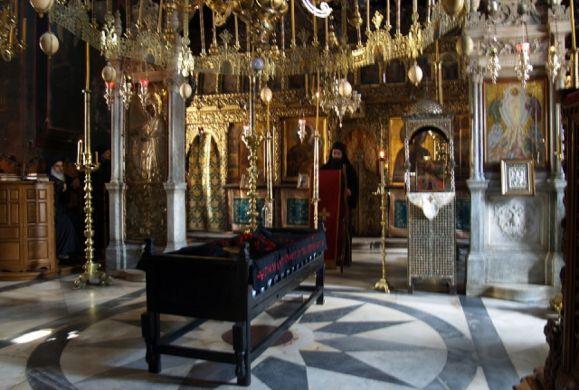 Ποιές είναι οι δύο μεγάλες ιεροτελεστίες σε ένα κοινόβιο μοναστήρι;