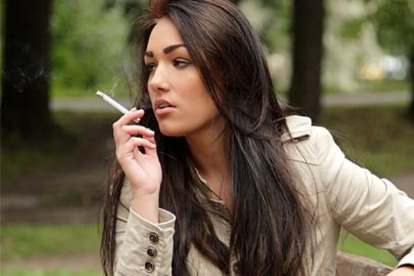 Οι καπνίστριες παχαίνουν περισσότερο απ' ότι οι μη καπνίστριες