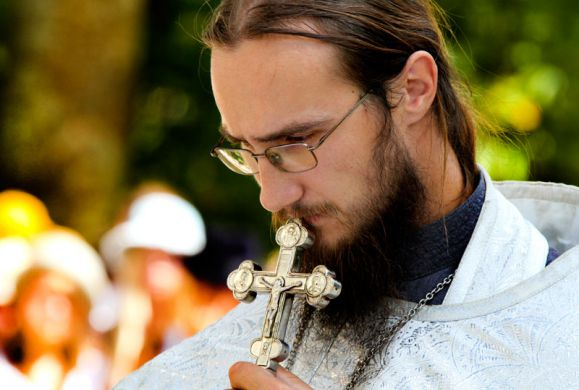 Γιατί δεν κάνει να μπαίνουν στο Ιερό ή να γίνουν ιερείς οι γυναίκες ;