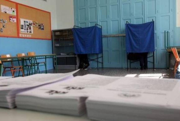 Αρχίζει ο μαραθώνιος καταμέτρησης των ψήφων καθώς έκλεισαν οι κάλπες
