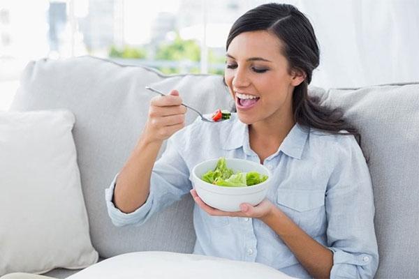 Ποια λάθη στη διατροφή σας προσθέτουν χρόνια