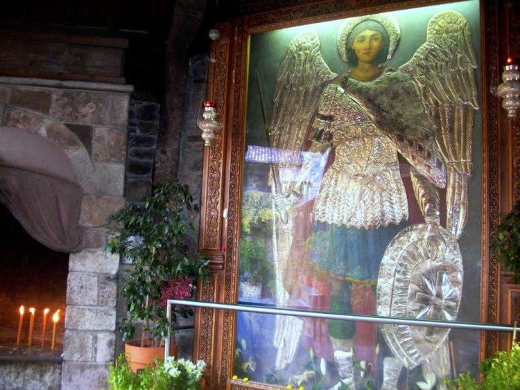 Ο Αρχάγγελος Μιχαήλ με την πανοπλία του και το σπαθί, στεκόταν δίπλα μου,ολοζώντανος(αληθινή μαρτυρία)