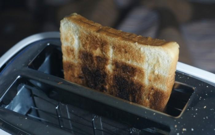 Ποιο σοβαρό κίνδυνο κρύβουν για την υγεία σας τα ξεροψημένα φαγητά