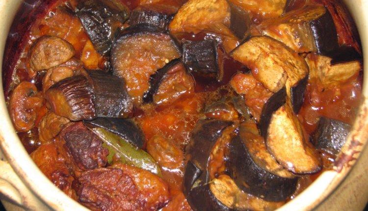 Μοσχάρι με μελιτζάνες και πιπεριές στην κατσαρόλα από τον Γ.Λέκκα