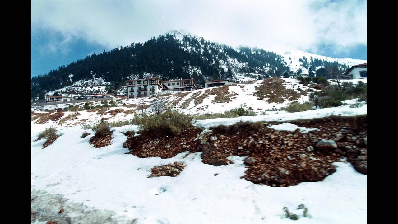 Καρπενήσι: Ο προορισμός που δεν λείπει – σχεδόν – ποτέ το χιόνι
