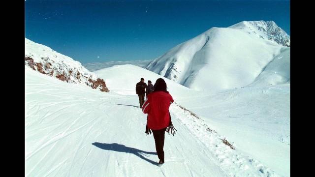 Καρπενήσι: Ο προορισμός που δεν λείπει - σχεδόν - ποτέ το χιόνι