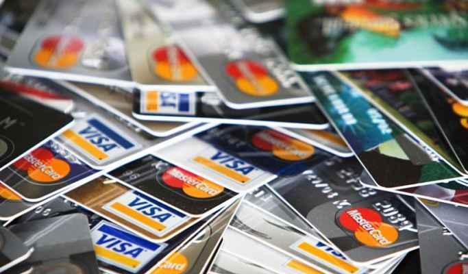 Υπέρογκα πρόστιμα για όσους αρνούνται να δεχτούν κάρτα στις συναλλαγές