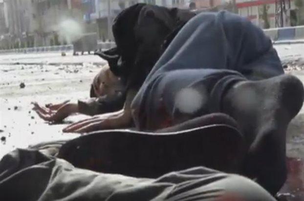 ΒΙΝΤΕΟ ΣΟΚ: Τούρκοι στρατιώτες «γαζώνουν» αμάχους Κούρδους, ΠΡΟΣΟΧΗ ΠΟΛΥ ΣΚΛΗΡΕΣ ΕΙΚΟΝΕΣ
