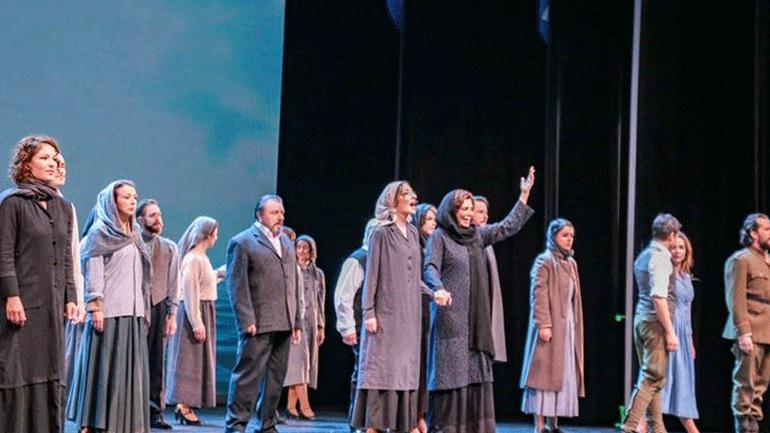 Λαμπερή πρεμιέρα στη Θεσσαλονίκη για την παράσταση «Σμύρνη μου αγαπημένη» της Μιμής Ντενίση