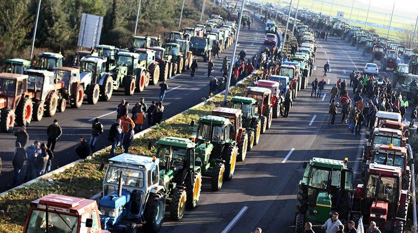 Οι αγρότες κλιμακώνουν τις κινητοποιήσεις κλείνοντας εθνικές, διόδια, σύνορα, ΒΙΝΤΕΟ