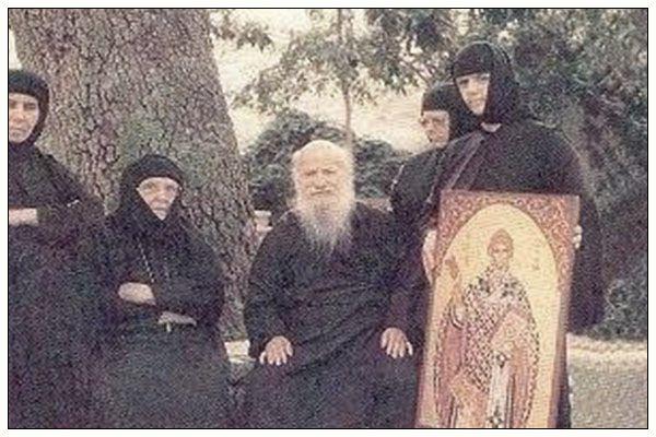 Ο Θεός είναι Πατέρας όλων, άρα όλοι είμαστε αδέλφια.