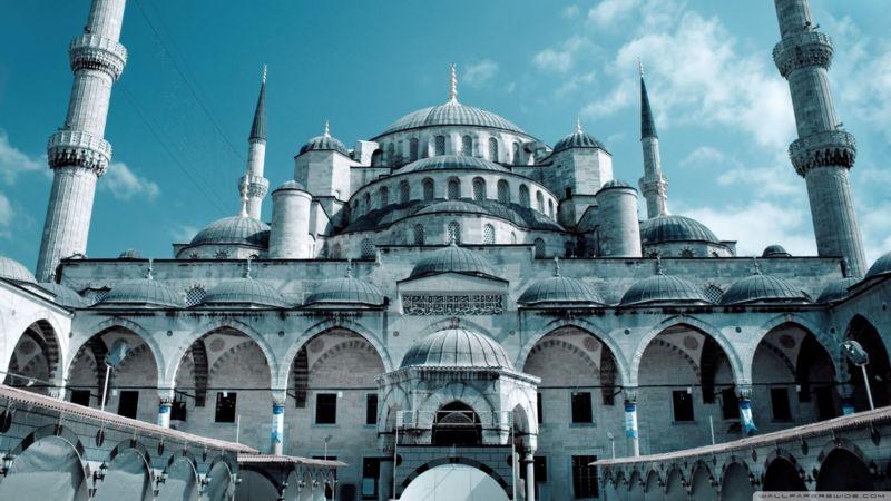Leyla İpekçi: «Πρέπει να τελεστεί πάλι Ορθόδοξη Λειτουργία στην Αγία Σοφία»