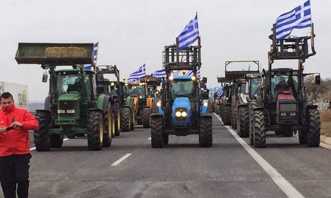 Κλιμακώνεται η πολιορκία των αγροτών στην κυβέρνηση