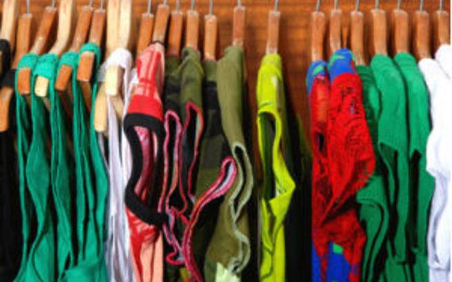 Πόσες φορές πρέπει να φοράμε τα ρούχα μας πριν τα πλύνουμε
