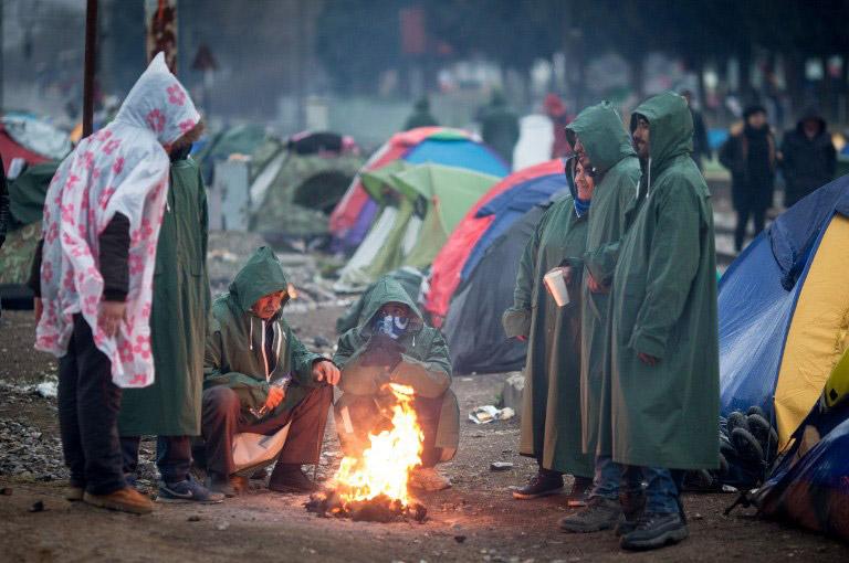 Ειδομένη : Βροχοπτώσεις και κρύο τσακίζουν τους πρόσφυγες
