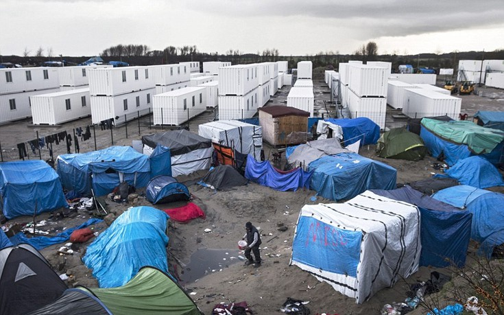 Η Γαλλία απειλεί τη Βρετανία με χιλιάδες μετανάστες σε περίπτωση Brexit