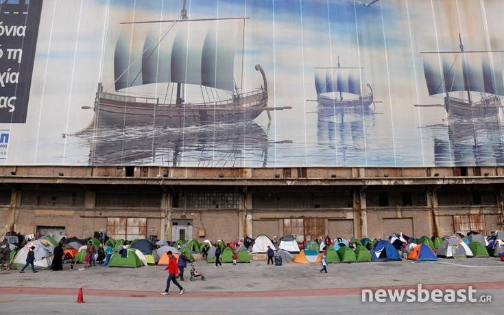 3.950 οι πρόσφυγες στον Πειραιά