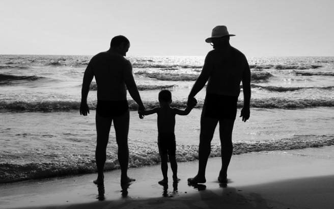 Έρχεται η υιοθεσία παιδιών από ομόφυλα ζευγάρια