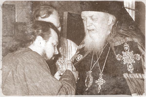 Ο Άγιος Λουκάς θεραπεύει Κύπριους