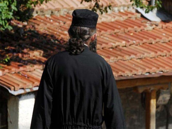 Να καταργηθεί το ράσο για τους Ιερείς;