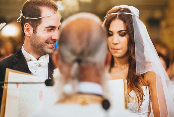 Είναι αθώο έθιμο η νύφη να «στήνει» τον γαμπρό στην Εκκλησία;