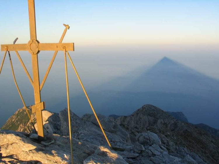 Το Άγιο Όρος καλεί την κυβέρνηση να αποσύρει τη συμφωνία των Πρεσπών