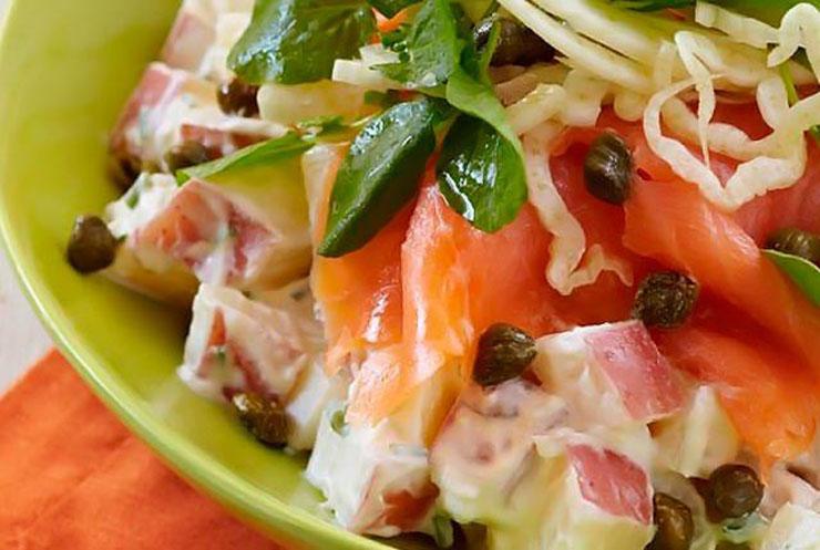 Γιώργος Λέκκας: Σαλάτα με σολομό, κάπαρη και πατάτες