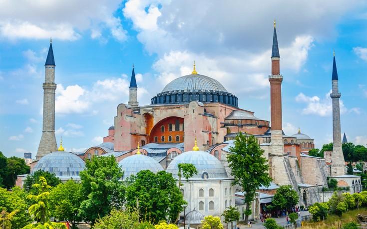 Τούρκια: Καλούν σε προσευχή μπροστά από την Αγιά Σοφιά !