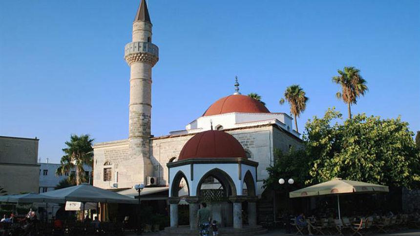 Τζαμί και σε γωνιακό οικόπεδο.....