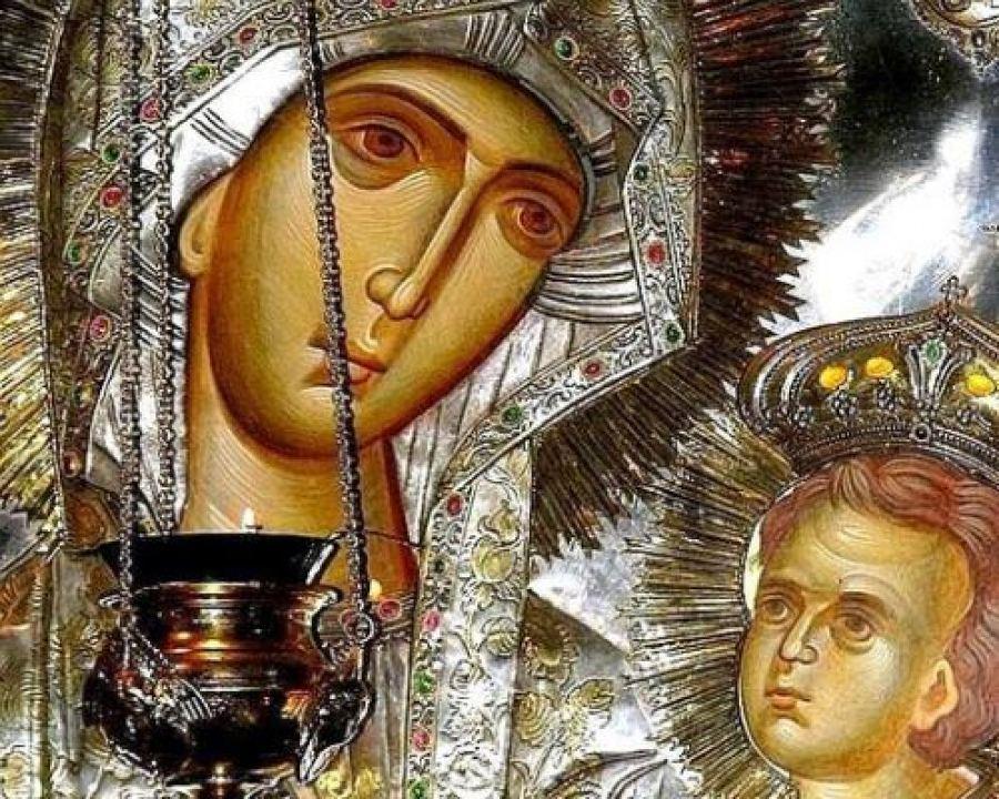 Η Βασίλισσα των Ουρανών με τέσσερις μάρτυρες