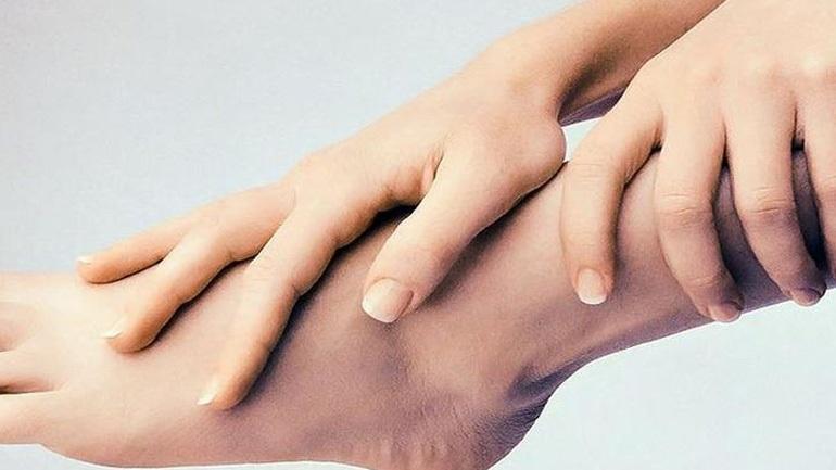 Σας πονάει το πέλμα; Αυτές είναι οι πιθανότερες αιτίες
