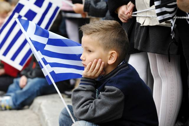 Η Ελλάδα απειλείται να είναι μια χώρα μεσήλικων και γερόντων