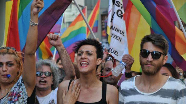 ΗΠΑ: Η θρησκεία θα «περιορίζεται» λόγω των δικαιωμάτων ομοφυλόφιλων και διαφυλικών!