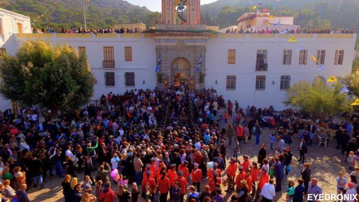 Κοσμοσυρροή στην Ιερά Μονή του Πανορμίτη στη Σύμη