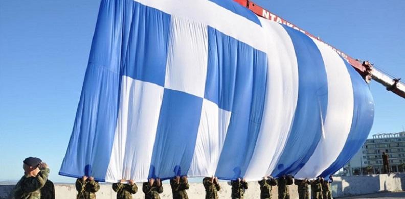 Ύψωσαν τη μεγάλη σημαία στο λιμάνι της Χίου, ΒΙΝΤΕΟ