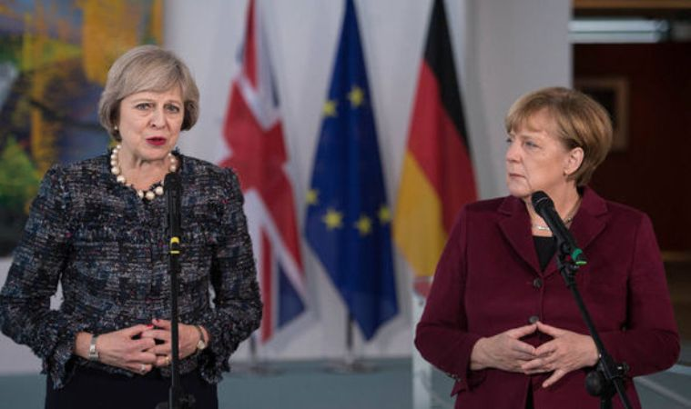 Η βρετανική EXPRESS αναρωτιέται εάν η Μέρκελ είναι «Ιλλουμινάτι» – Ποια η αλήθεια